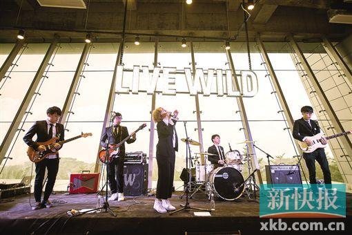 """■华南首个天台音乐会""""在野天空之城""""请来日本著名爵士后摇天团Fox Capture Plan,吸引了大批本地音乐爱好者,5月中旬将举办持续两天的音乐会,再掀现场音乐热潮。"""