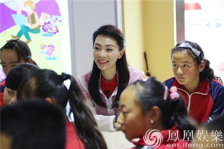【今日头条娱乐】陈数青海任爱心教师 唱《蓝精灵》温暖童心