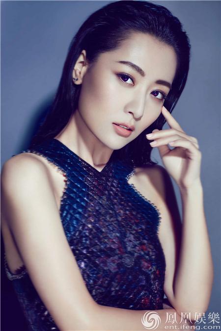 【星娱TV】白冰最新时尚写真曝光 性感冷艳尽显女王范儿