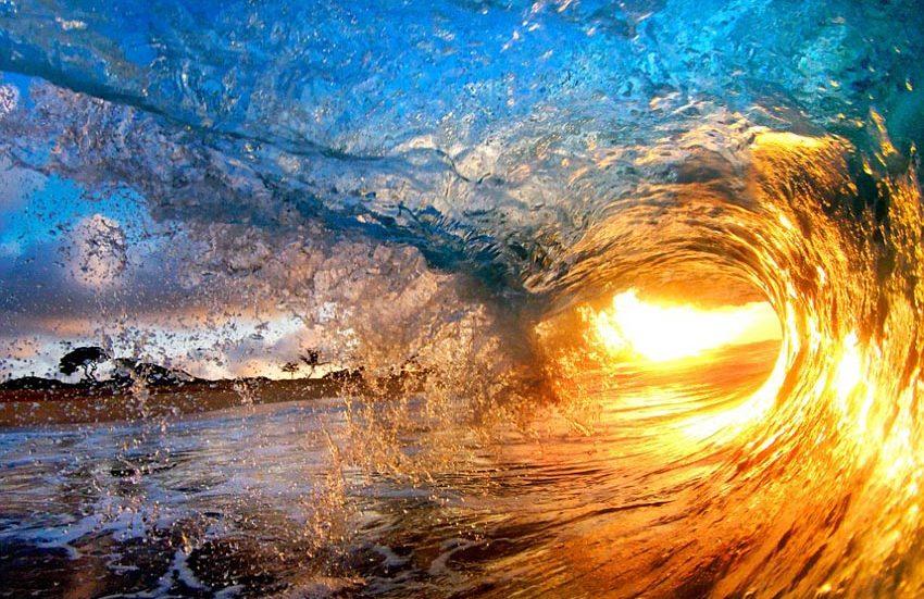 美丽如画 阳光下的惊艳海浪