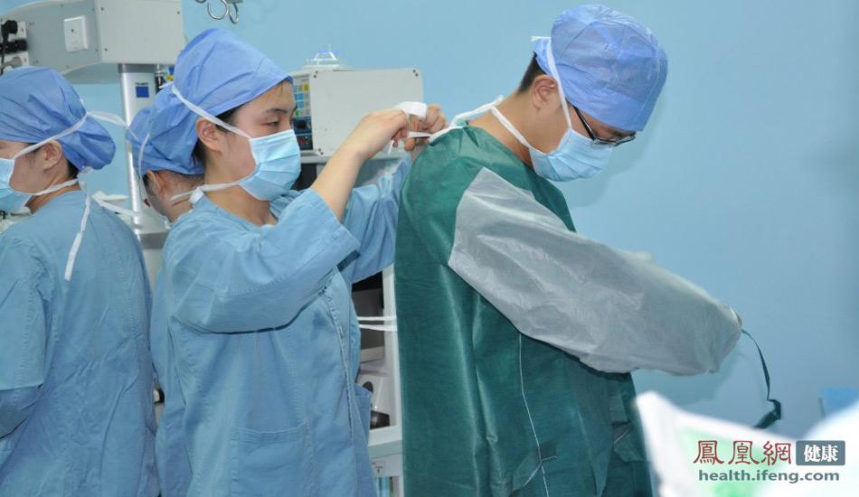 中国医院现场直击:记者实拍机器人脑定向手术全过程