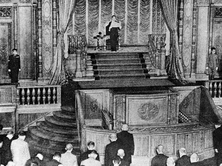 1945年8月15日日本裕仁天皇宣布无条件投降。