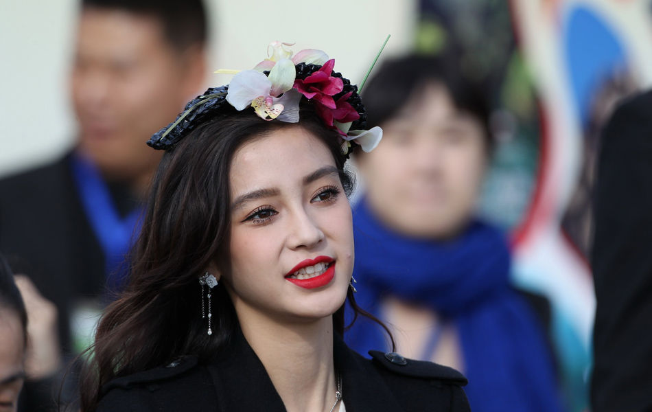 北京国际马球公开赛 Angelababy头顶鲜花现身_体育频道 ...