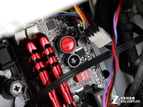 主板上设计了电源开关与热启动键