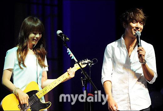 juniel6月7日下午在首尔某艺术中心举行了她在韩国的出道专辑《illa