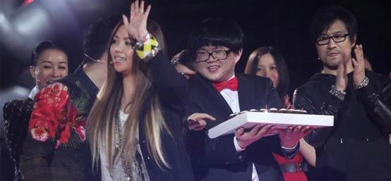 《好声音》众学员庆张惠妹41岁生日