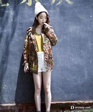 香芋色针织衫搭配简单短裤