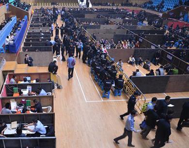 杭州2000民警抓了500多个传销 多到只能在体育馆审
