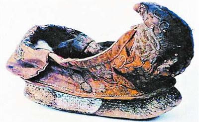 """古人穿鞋不分左右脚 鞋头都有高高的""""鞋翘"""""""