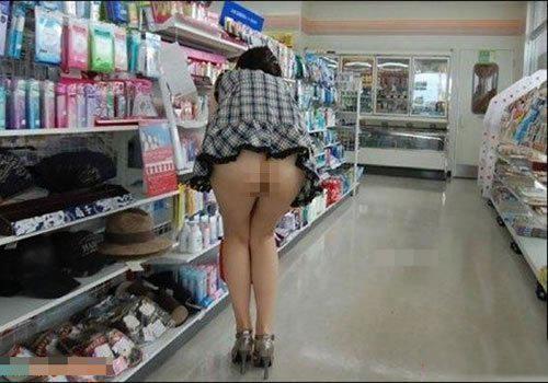 光屁股在超市购物