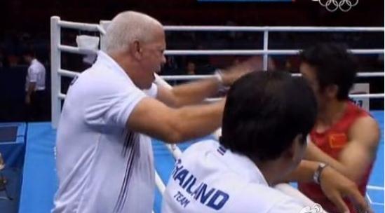 泰国教练推开邹市明泄愤