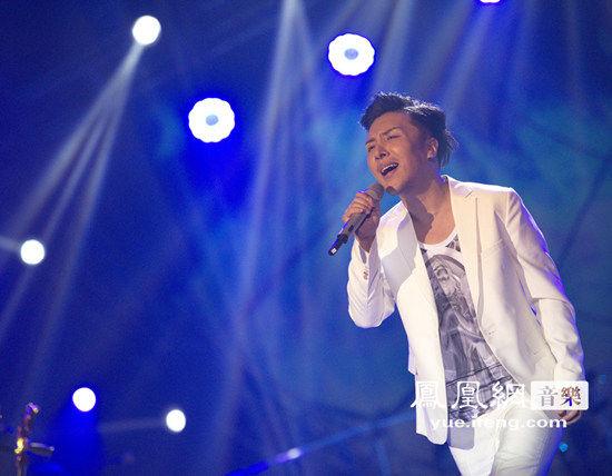 曹轩宾催泪单曲《思念的人》点击率赶超《可惜不是你》
