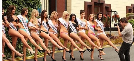 美国450名比基尼美女游行破世界纪录
