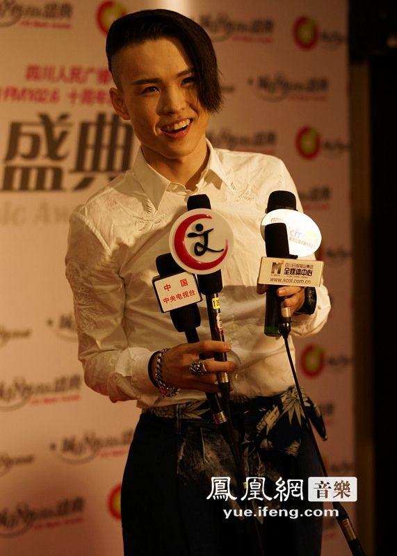 张玮获城市至尊音乐盛典两项大奖 音乐疯子 收获满满