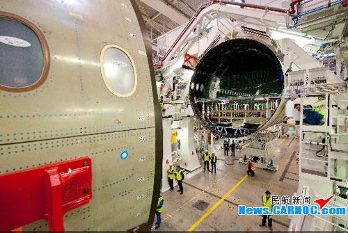 首架空客a350xwb宽体飞机在图卢兹开始总装(图)