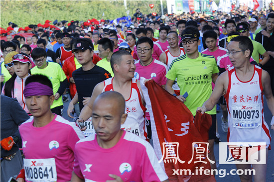 2015厦门国际马拉松共吸引43064选手参赛-厦门马拉松激烈开赛 男女
