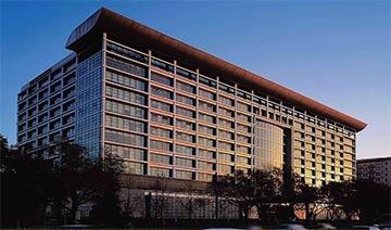 中国垄断央企的大厦 极尽奢华在城市中格外显眼