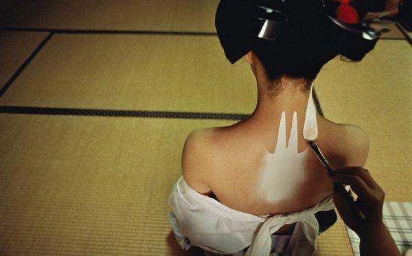 """日本""""红唇艺妓""""真实隐秘生活(组图)"""