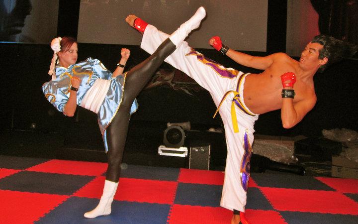 英国美女武术家真人演绎春丽格斗动作