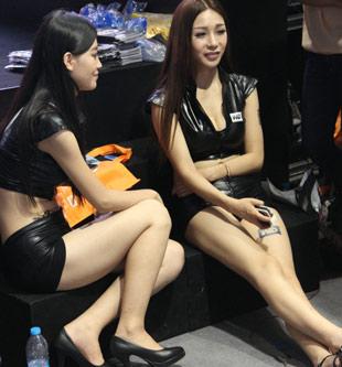 013cj看美女:showgirl小热裤性感无敌