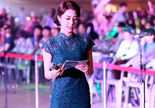 韩国最美电竞女主持 比赛现场尽显女神范儿