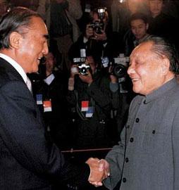 1986年11月9日,邓小平会见日本首相中曾根康弘。