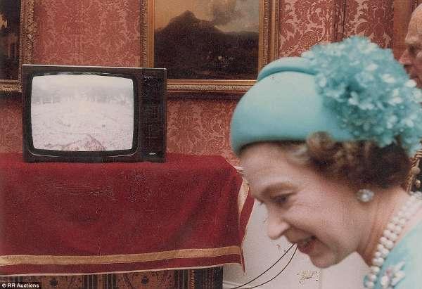 戴安娜王妃1981年大婚罕见照片曝光 组图