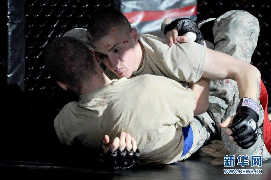 美国女兵参与无限制笼斗