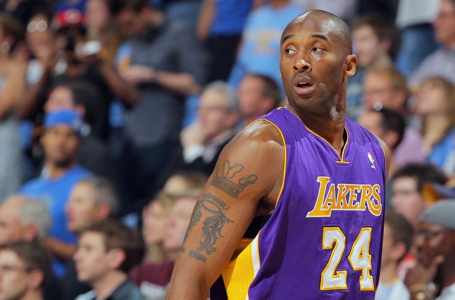 2012年5月5日,2011-2012赛季NBA季后赛首轮第3场,湖人客场84-99不敌掘金,总分被扳成2-1。科比拿下22分6篮板6助攻,生涯季后赛总助攻达到1000次。图为科比。