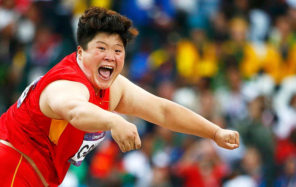 2012年8月7日,2012年伦敦奥运会女子铅球决赛,巩立姣列第4,无缘奖牌。图为巩立姣呐喊。