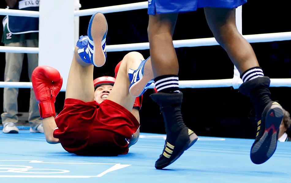 2012年8月8日,伦敦奥运会女子拳击51公斤级决赛,中国世界冠军任灿灿不敌英国名将亚当斯,摘得银牌,亚当斯夺得奥运会历史上第一枚女子拳击金牌。
