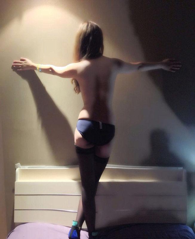 4、近日,一位中国女球迷愿赌服输地拍了裸照,并被友人曝光在网络。