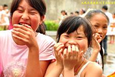 志愿者的到来让孩子们非常开心