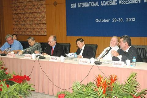 复旦大学信息科学与工程学院举办2012年度国际鉴评会