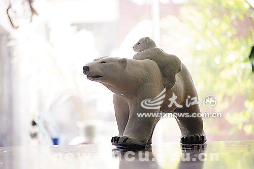 赵坤陶瓷雕塑作品《北极》   赵坤陶瓷雕塑作品《灵猴》