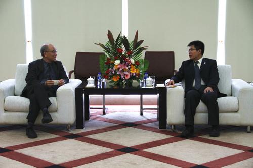 校长助理吴劲松(右)会见台湾辅仁大学刘兆明教授(副校级)(左)