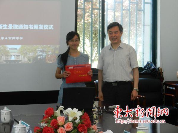 四位校领导分赴江苏省内重点高中发放首批录取通知书