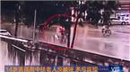 14岁男孩雨中扶老人反被诬 多亏监控