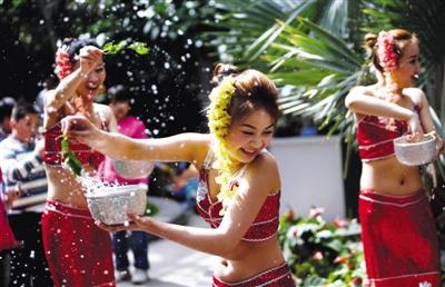 傣族泼水节现身植物园