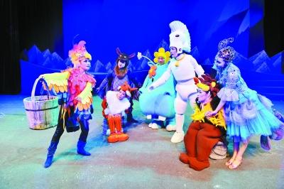 在太阳山的动物狂欢节上,大杨树梦想能成为一只能和小动物们一起唱歌