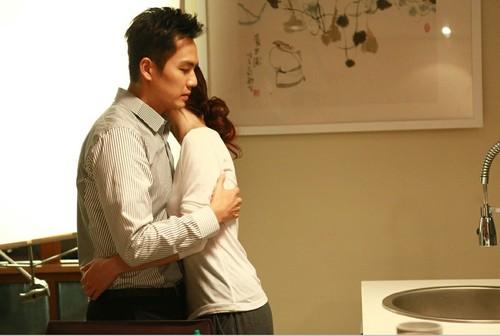 钟汉良已经结婚,他的妻子已经露面了,难怪看不上其它的