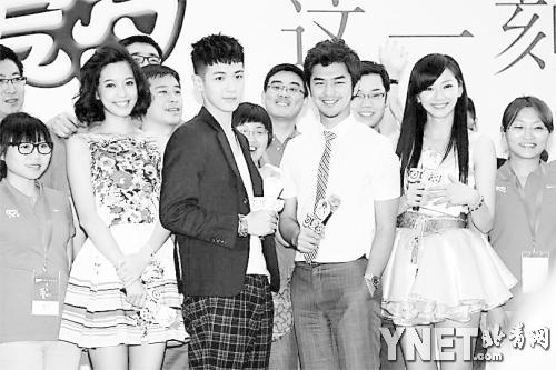 日前,《这一刻,爱吧2013》系列微电影首映,陈柏霖,柯震东等青春偶像