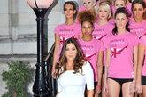 当地时间2012年2月23日,英国伦敦,Veet Easywax《英伦最美腿》记者会,名模丽莎-史诺顿爆傲人上围力挺。