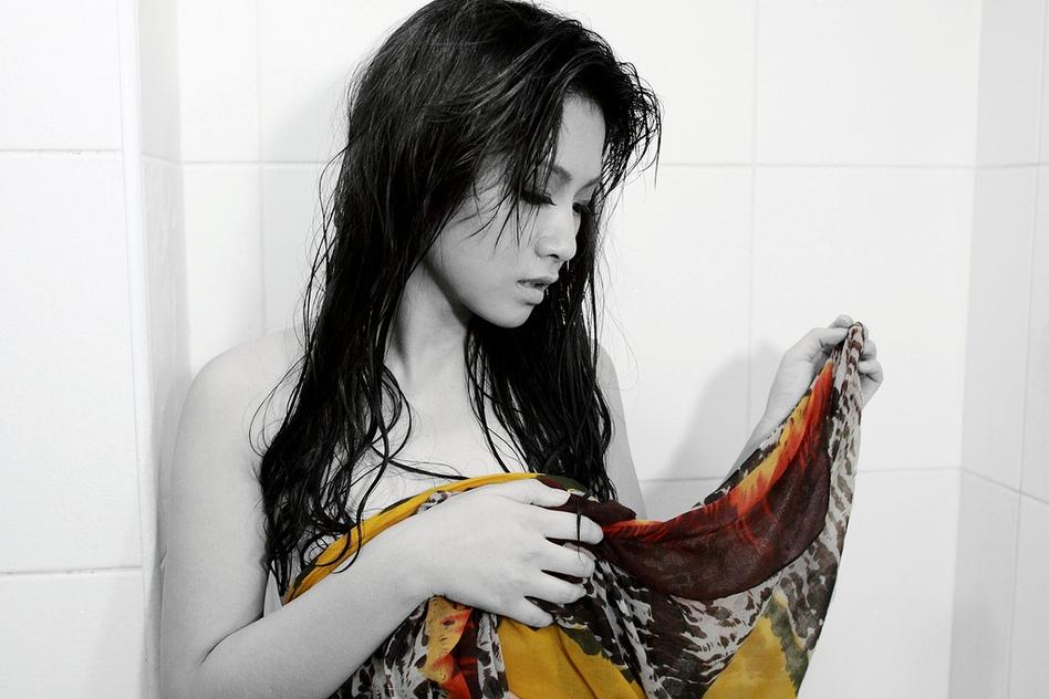 索尼单反实拍浴室湿身美女模特图 科技频道