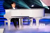 2011中国慈善排行榜现场钢琴演奏