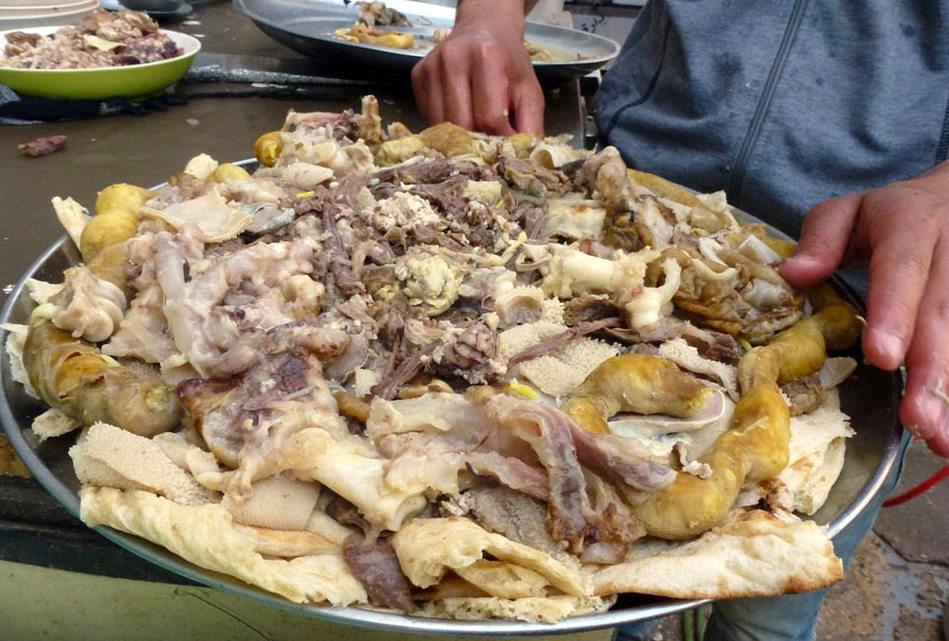 湖南/伊拉克传统美食煮羊头,一般会在庆祝节日的时候食用。
