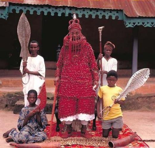 揭秘非洲原始部落首领们的 帝王 生活(组图)_科