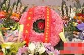 除过习仲勋家人及亲属、省市领导祭祀以外,习氏族亲属也分别从江苏、河南赶来祭奠。