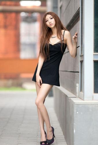 武汉大学长腿美女校花