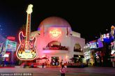 美国加州洛杉矶好莱坞环球影城夜景。
